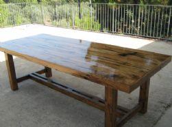 שולחן עץ אגוז אפריקאי