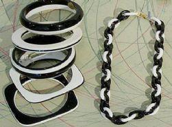 שרשרת, צמידים מפלסטיק קשיח